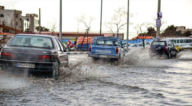 بارش باران در البرز سیلاب به راه انداخت