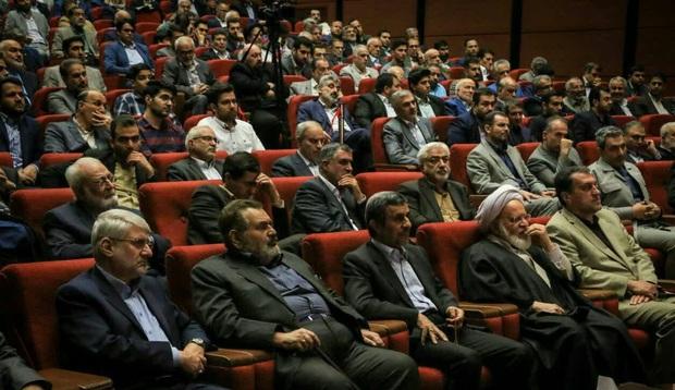 واکنشها به حضور احمدینژاد در افطاری باهنر چگونه بود؟