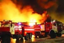انفجار در مجتمع مسکونی اکباتان تهران  نجات 12 نفر از میان آتش و دود
