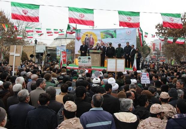 مردم با وجود مشکلات حضور گسترده در راهپیمایی 22 بهمن داشتند