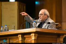 تحلیل عباس عبدی از بست نشینی در حرم عبدالعظیم حسنی:  استخوان در گلو!
