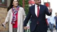 رقیب مرکل و همسرش پای صندوق+ تصاویر