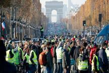 معترضان به گرانی سوخت در فرانسه خیابان شانزلیزه را بستند+عکس