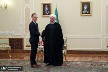 روحانی: ایران هرگز با اعمال تحریم و فشار در بنبست قرار نگرفته و نخواهد گرفت/ اروپا باید به تعهدات خود در برجام عمل کند/ وزیر خارجه آلمان: اتحادیه اروپا در تلاش برای حفظ و توسعه همکاریهای اقتصادی با ایران متحد است