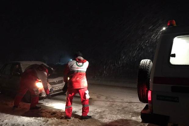60 خودروی گرفتار در برف در گردنه خان رها سازی شد