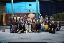 بازدید جمعی از دانش آموزان شرکت کنند در پنجمین دوره مسابقات بین المللی قران کریم از بیت امام خمینی در جماران