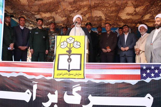 امام جمعه میانه: امریکا در تمام جنایتهای بشری دخیل است