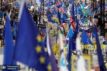بلاتکلیفی سیاسی در انگلیس/ افزایش فشارها بر ترزا می برای استعفا