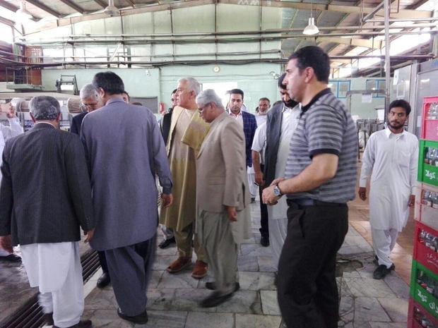 والی قندهار ازکارخانه نخل طلایی خرما و نوشابه ایران کولای ایرانشهر دیدن  کرد