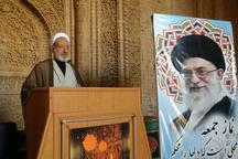 امام جمعه اردستان: اقتدار و امنیت کشور مذاکره و معامله نمی شود