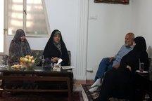 دیدار ابتکار با دو خانواده شهید + عکس