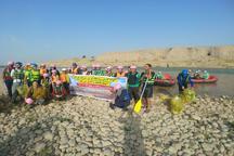 دوستداران محیط زیست ساحل رودخانه دز را پاکسازی کردند