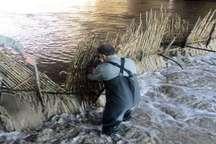 سدهای غیر مجاز ماهیگیری در رودخانه های آستارا جمع آوری شد