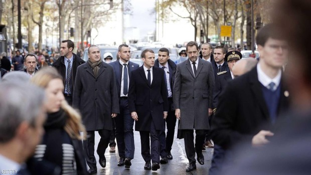 بازدید  رئیس جمهور فرانسه از پاریس آشوب زده+عکس