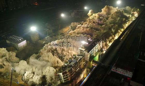 عکس/ تخریب 19 ساختمان در 10 ثانیه