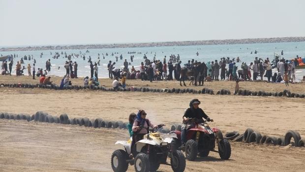 موتورهای چهارچرخ در ساحل گناوه ساماندهی می شوند