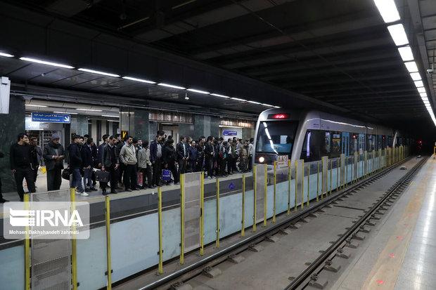 دوشنبه شلوغ خط چهار متروی تهران