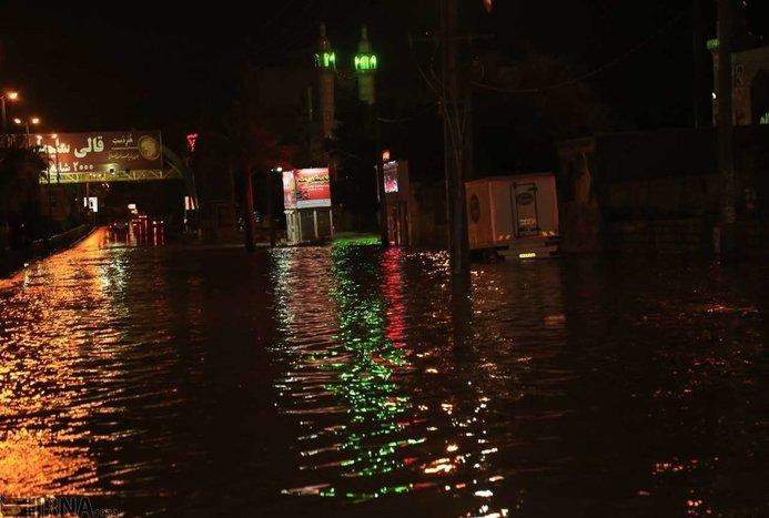 خیابان های بندرعباس زیر آب رفت + تصاویر