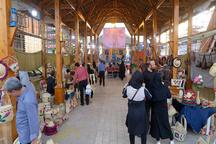رونق بازار صنایع دستی با استقبال گردشگران از بازارچه صنایع دستی منطقه آزاد انزلی