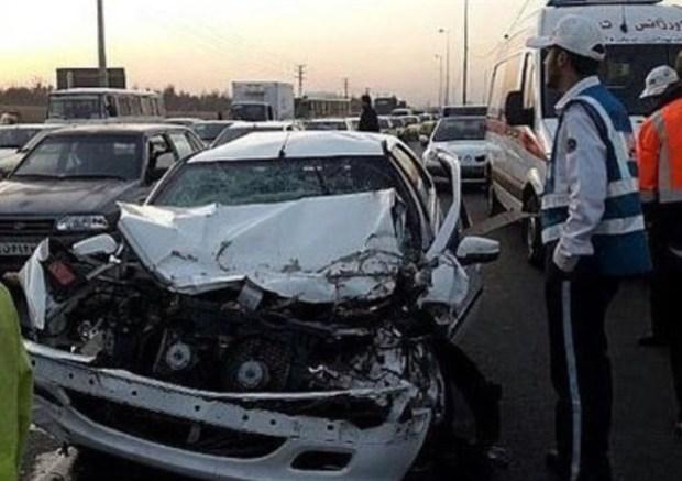 برخورد خودرو با نرده های قطارشهری مشهد 2 مجروح به جا گذاشت