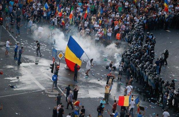 تظاهرات بزرگ مردم رومانی علیه فساد دولت+ تصاویر