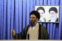 زنجیر وابستگی به شرق و غرب با پیروزی انقلاب ایران پاره شد
