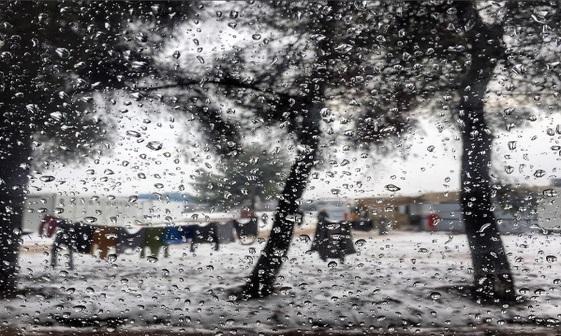 آوارگی و بی خانمانی زیر باران