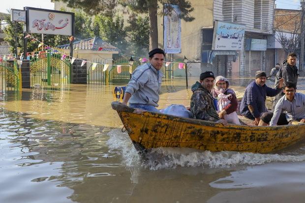 خدمات استان تهران در منطقه سیل زده آق قلا ادامه دارد