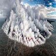 لحظه شگفت انگیز از یک جزیره آتشفشانی در اقیانوس آرام/ عکس