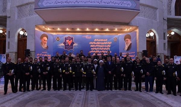قادة القوة البحریة فی الجیش الإیرانی یجددون العهد مع الإمام الخمینی