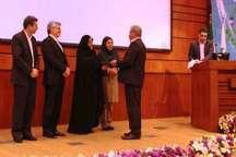دانشگاه شهرکرد لوح تقدیر و جایزه ملی محیط زیست را کسب کرد
