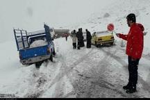 هشت خودروی گرفتار در برف در دهدز امدادرسانی شدند