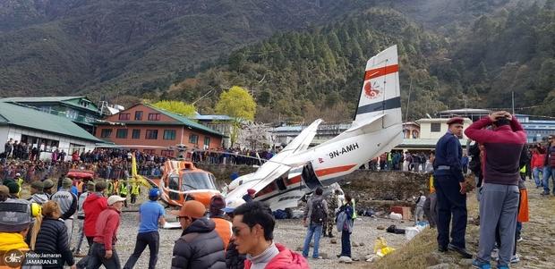 عکس/ برخورد مرگبار بالگرد با هواپیما در نپال