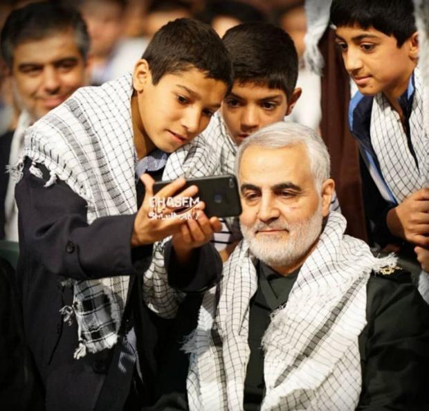 سلفی امروز فرزندان شهدا با سردار سلیمانی