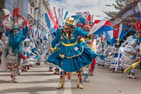 لباسهای عجیب در بولیویاییها + عکس