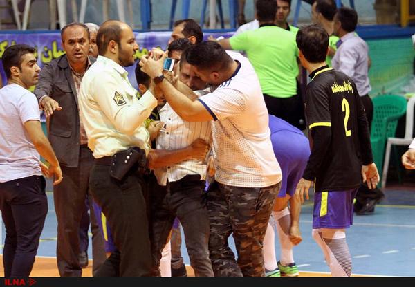فینال مسابقات فوتسال جام رمضان در قزوین نیمه تمام ماند