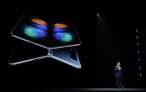 سامسونگ نمونه نمایشگر تاشو را برای اپل و گوگل فرستاد