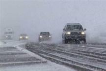 برف و کولاک تردد در برخی محورهای خراسان شمالی را کند کرد