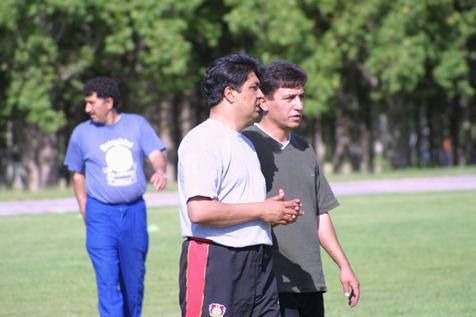 مربی ایرانی به خاطر شکایت همسرش بعد از بازی فوتبال دستگیر شد!