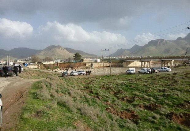 گردشگران به حاشیه رودخانههای کرمانشاه نروند