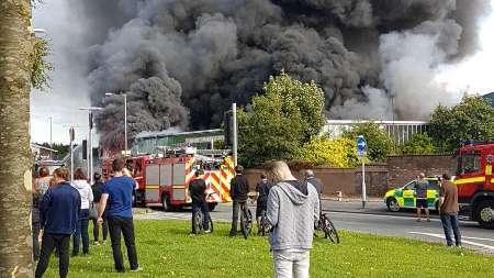 آتش سوزی گسترده در شهر سنت هلنز انگلیس/ مفقود شدن دو نفر