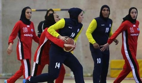 ماجرای عجیب سرگردانی دختران بسکتبالیست در فرودگاه و خوابیدن در نمازخانه + عکس