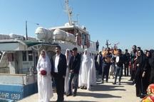 زوج های گناوه ای ازدواج خود را بر پهنه خلیج فارس جشن گرفتند