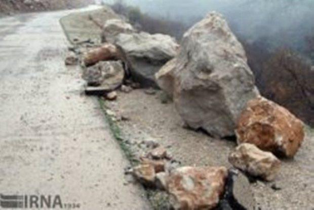 بارش باران موجب ریزش کوه در مسیر فومن - ماسوله شد