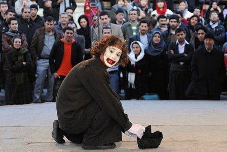 اجرای نمایش های خیابانی خدمات دولت در مناطق حاشیه ای شهر اراک