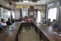 یک روز از حقوق کارکنان فرمانداری امیدیه به سیل زدگان اهدا شد