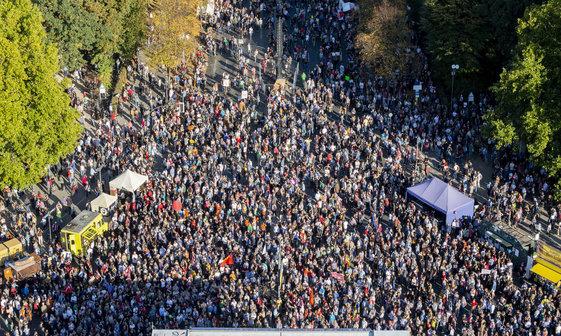 عکس/ بزرگترین راهپیمایی علیه نژادپرستی در آلمان