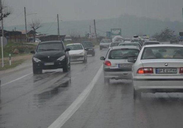 بارش باران موجب کندی ترافیک در جاده های سبزوار شد