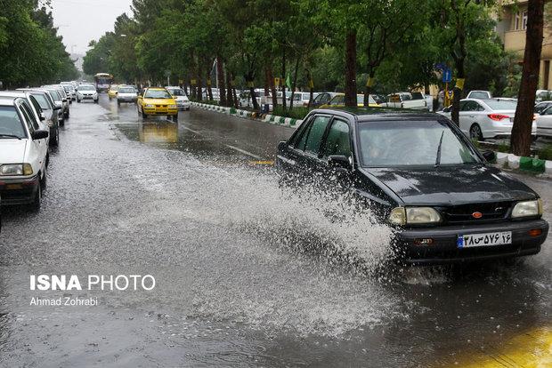 تداوم بارندگی، وزش باد و رعدو برق در مازندران