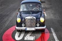 رژه خودروهای کلاسیک در ملایر برگزار شد